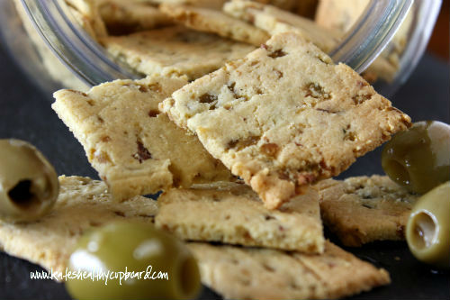 Olive-and-Garlic-Crackers