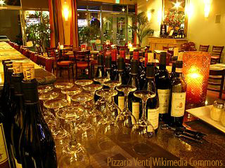 Pizzaria Venti Wine Bar - Wikimedia Commons